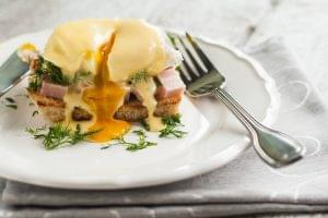 Keto Spicy Pulled Pork Eggs Benedict