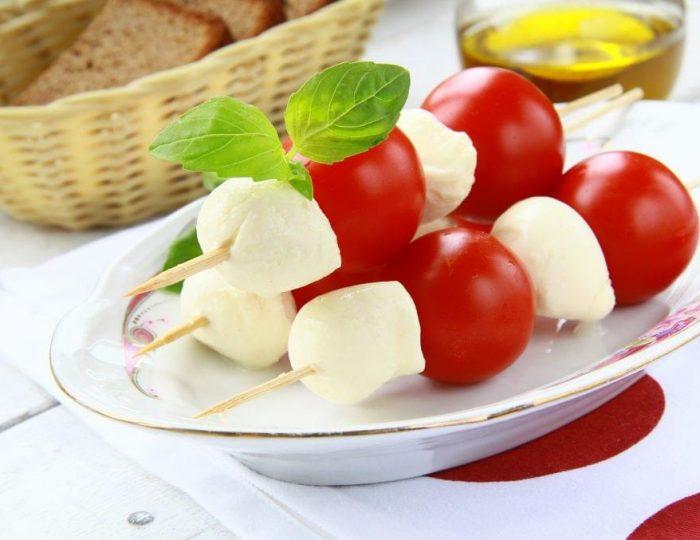 Caprese-Salad-Bites-e1517251279918