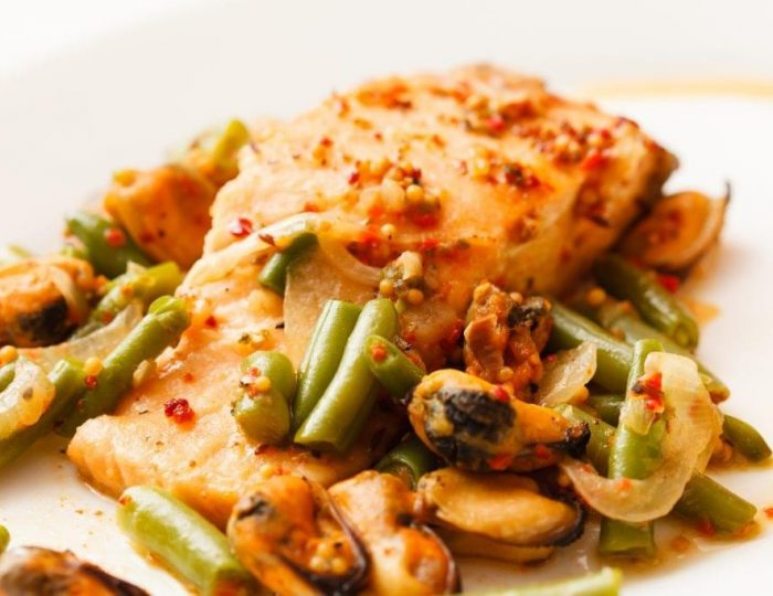 Charred-Alaskan-Salmon-with-Garlic-Green-Beans-e1517246762319