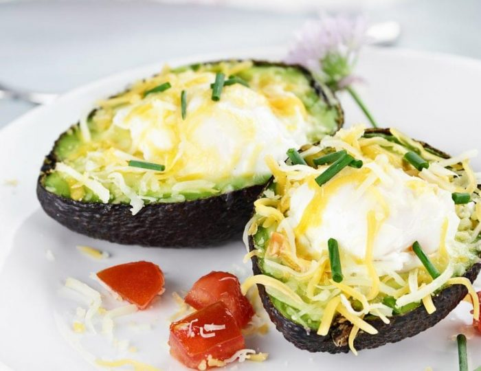 Cheesy-Avocado-Baked-Eggs-e1517259795107