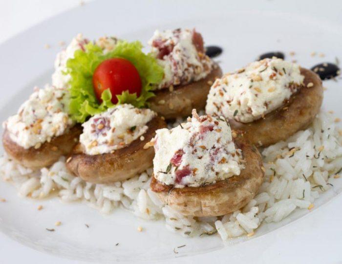Prosciutto-and-Cream-Cheese-Stuffed-Mushrooms-e1517257343119