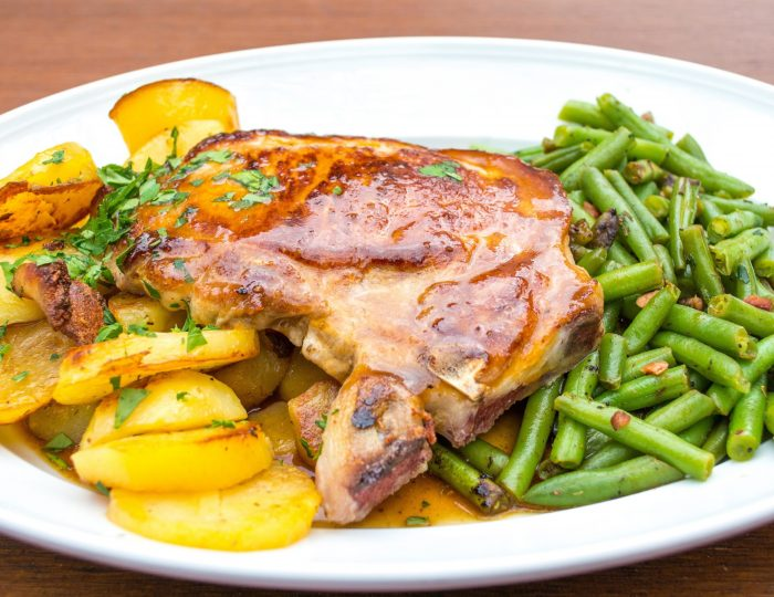 Baked pork chop with  roasted potatoes, green beans and gravy