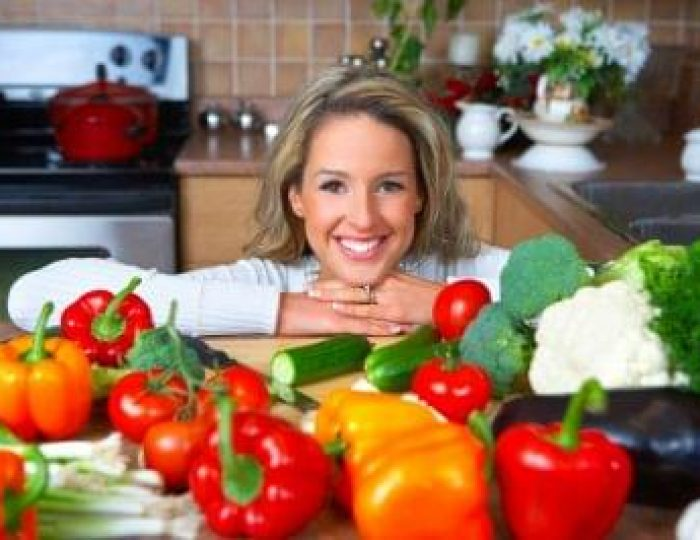 Smiling-woman-cooking-in-the-kitchen