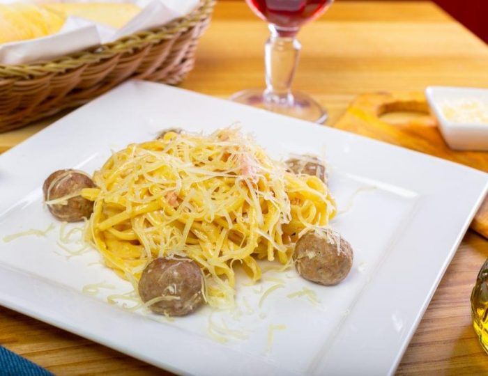 Spaghetti-Squash-with-Meatballs-e1517245058534