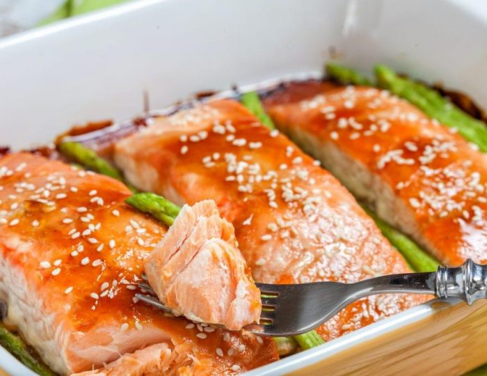 Teriyaki-Salmon-with-Spicy-Mayo-and-Asparagus-e1517246785578